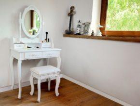 Toaletki z lustrem – jakie mają zalety?