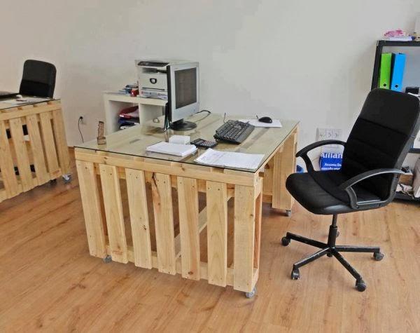 Biurko z palet i inne meble – na co powinniśmy zwrócić uwagę?