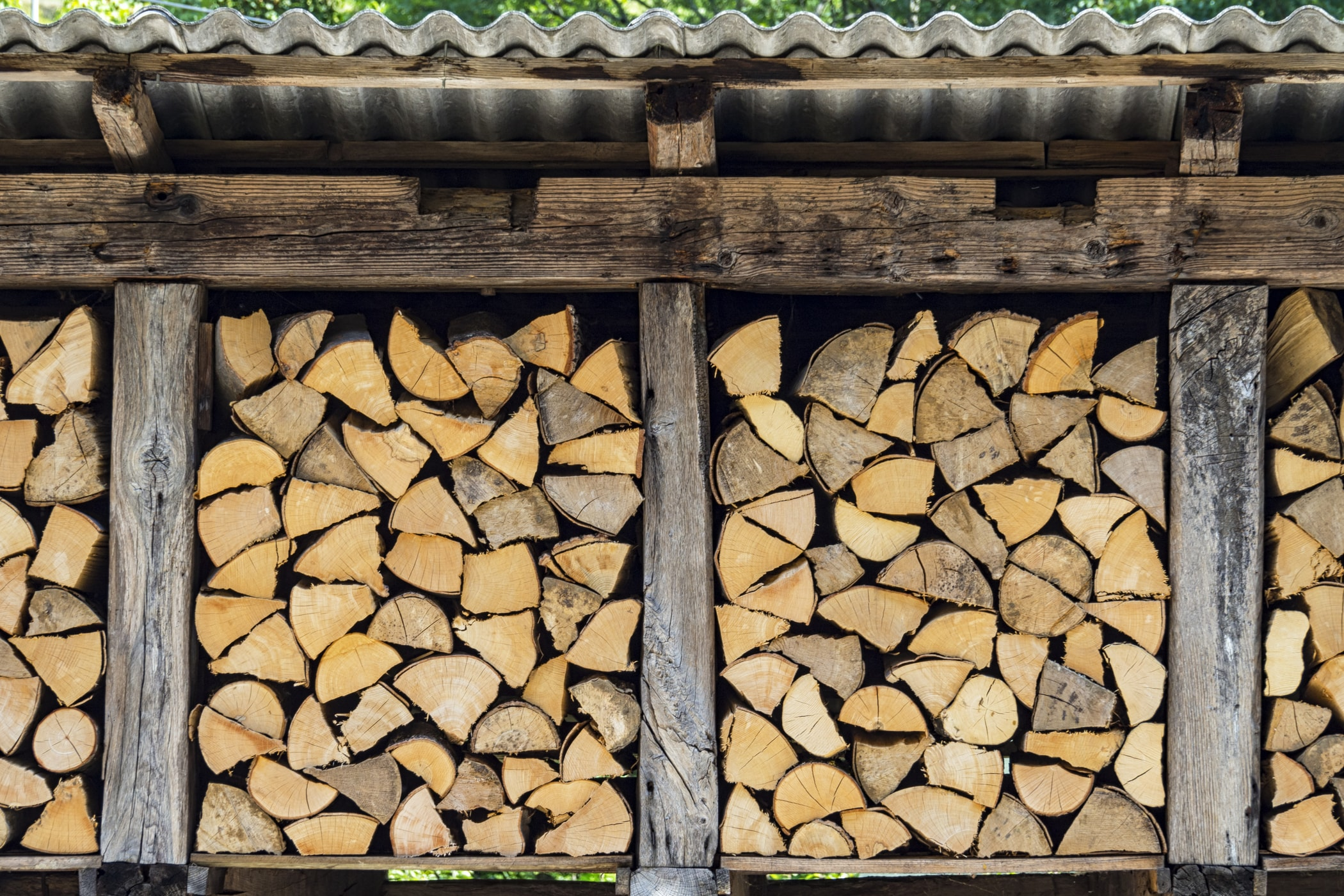 Czym jest drewutnia z palet?